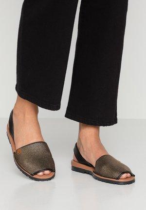 CALIFORNIA - Sandaalit nilkkaremmillä - oro