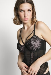 Pour Moi - CONFESSION LIGHTLY PADDED UNDERWIRED BASQUE - Korset - black - 3