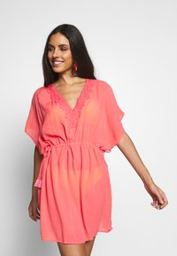 Pour Moi - CROCHET BACK DETAIL COVER UP - Strand accessories - coral - 0