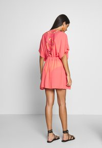 Pour Moi - CROCHET BACK DETAIL COVER UP - Strand accessories - coral - 2