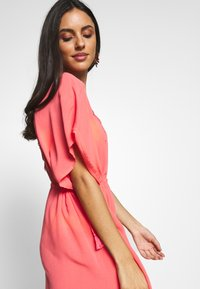 Pour Moi - CROCHET BACK DETAIL COVER UP - Strand accessories - coral - 3