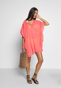 Pour Moi - CROCHET BACK DETAIL COVER UP - Strand accessories - coral - 1