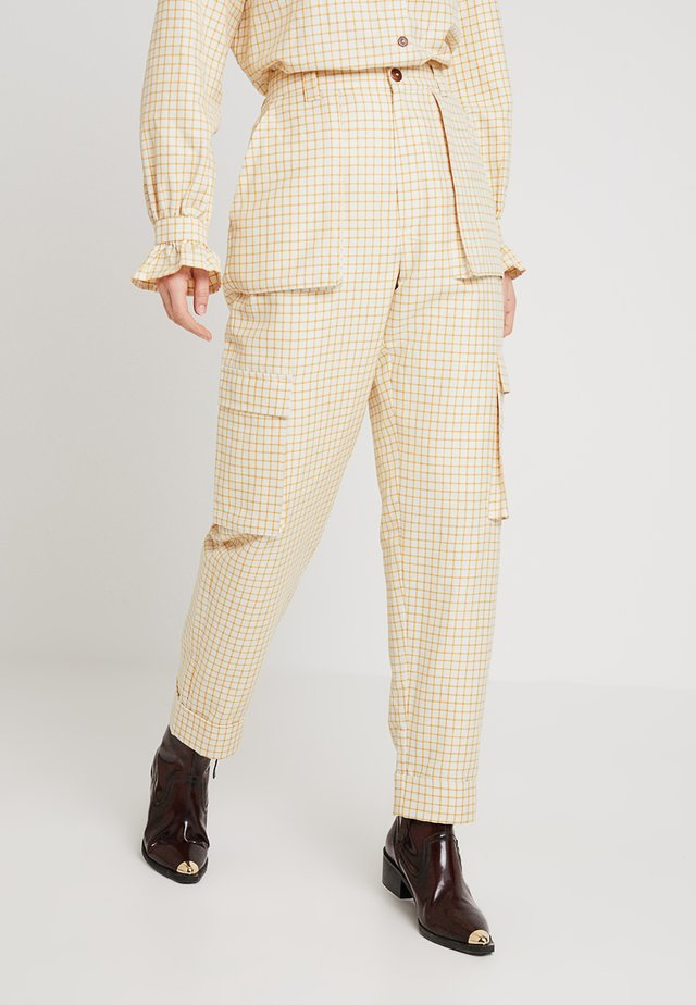 POSAGNES PANTS - Spodnie materiałowe - apricot sherbet