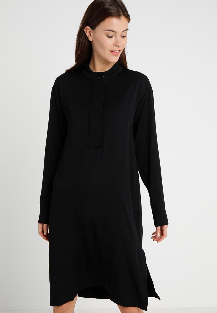 POSTYR - POSMATHILDE SOLID DRESS - Abito a camicia - black
