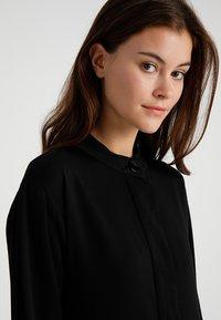 POSTYR - POSMATHILDE SOLID DRESS - Abito a camicia - black - 4