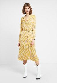 POSTYR - POSALMARINE DRESS - Shirt dress - chai tea - 0