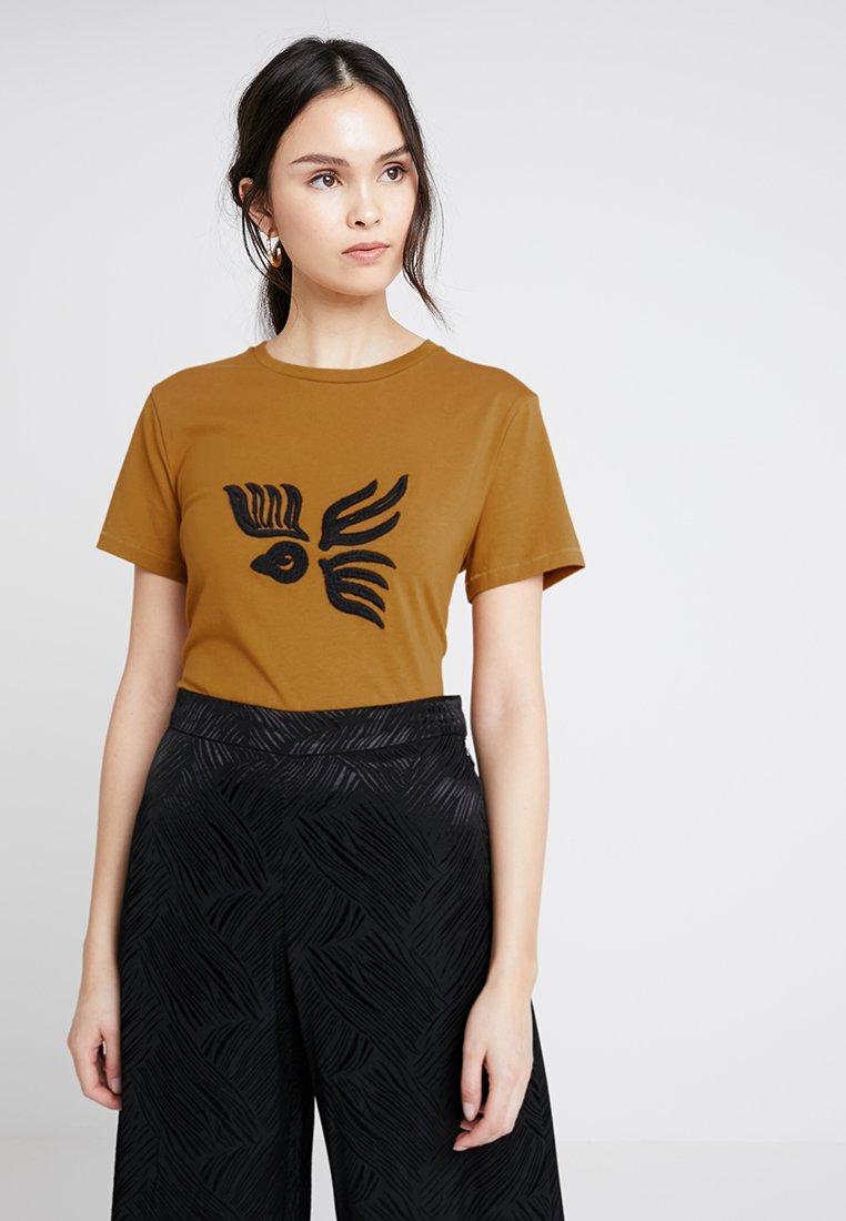 POSTYR - POSISABELLA BIRD TEE - Print T-shirt - cathay spice
