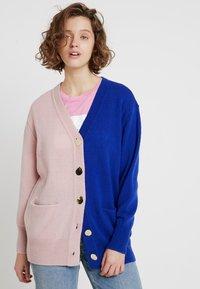 POSTYR - POSCATHARINA CARDIGAN - Kardigan - dazzling blue/pink dogwoo - 0