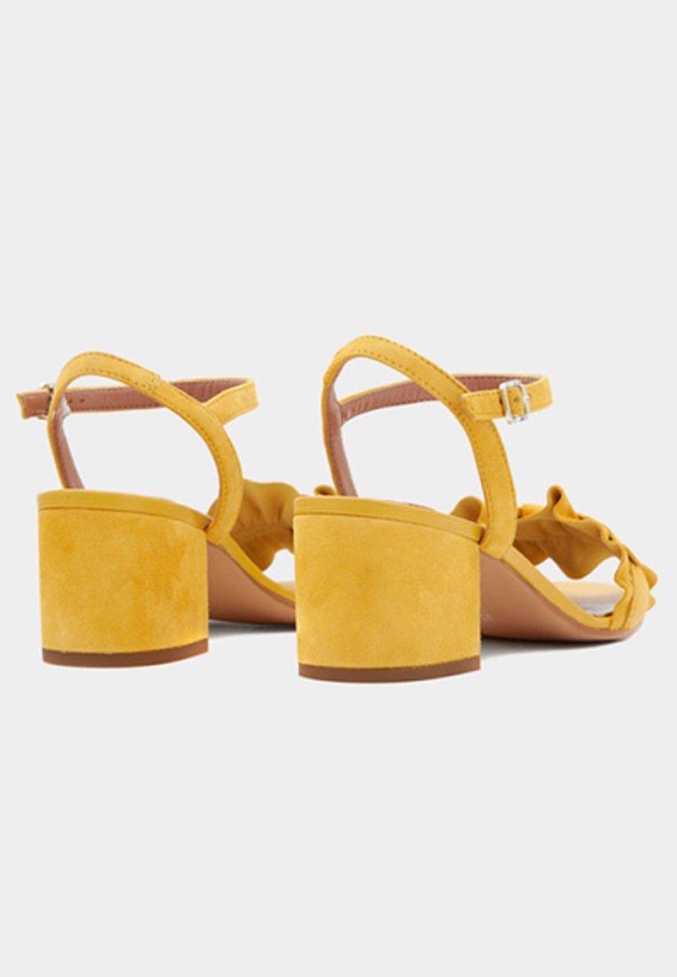 PoiLei VALENTINA - Sandaler - yellow NzTNT