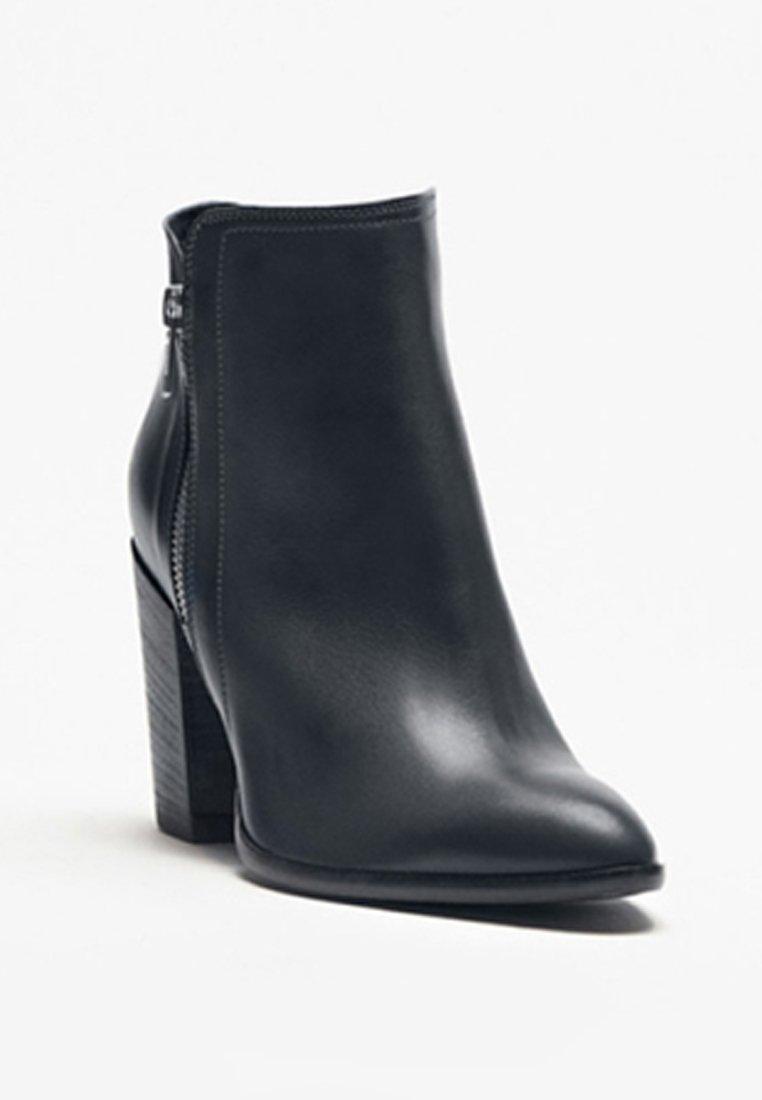 PoiLei Støvletter - black