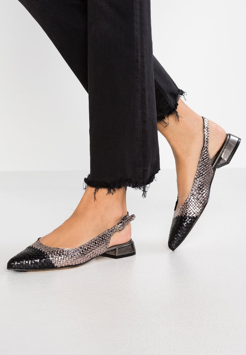 Pons Quintana - Ankle strap ballet pumps - black/silver
