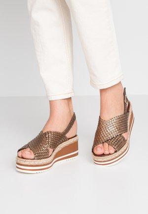 Platform sandals - cobre/bronze