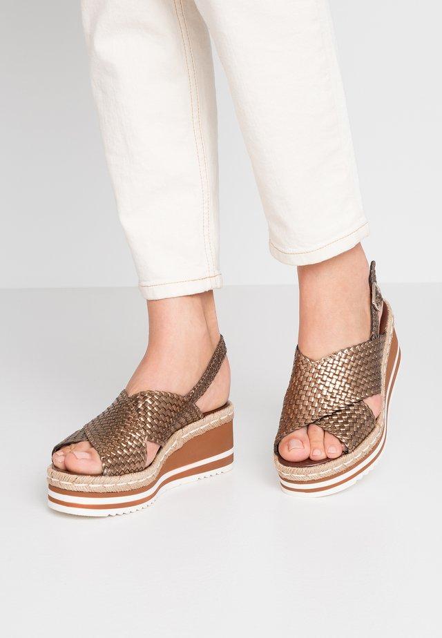 Sandały na platformie - cobre/bronze