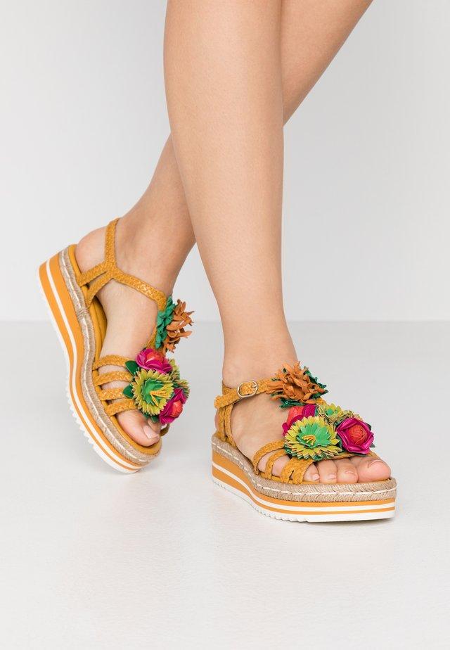 Sandály na platformě - lemon