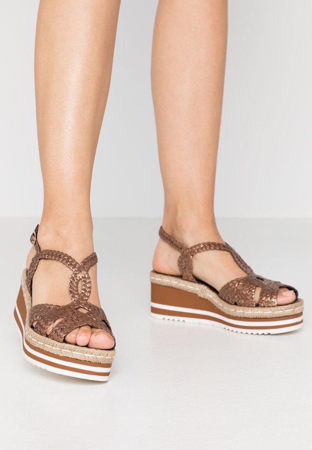Sandales à plateforme - bronze
