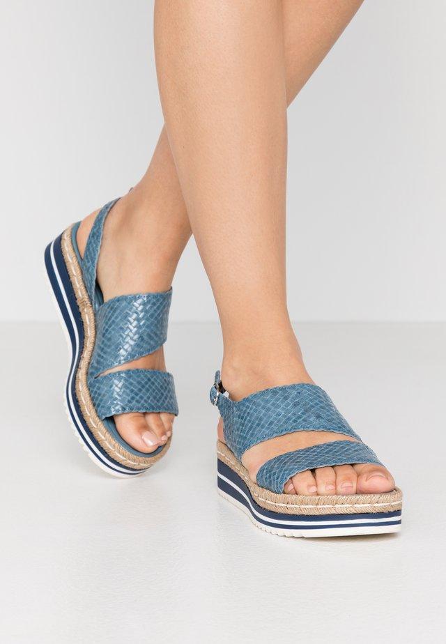 Sandály na platformě - aqua