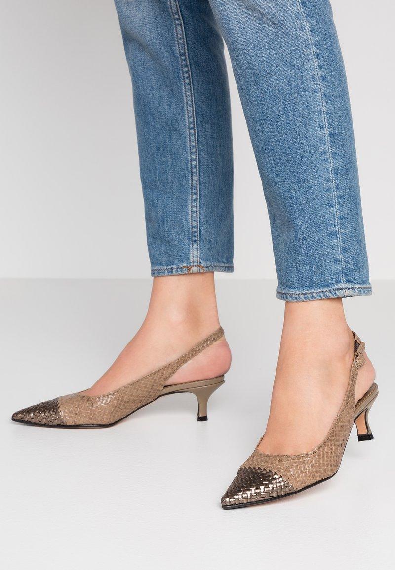 Pons Quintana - Classic heels - alba/alga