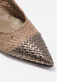 Pons Quintana - Classic heels - alba/alga - 2