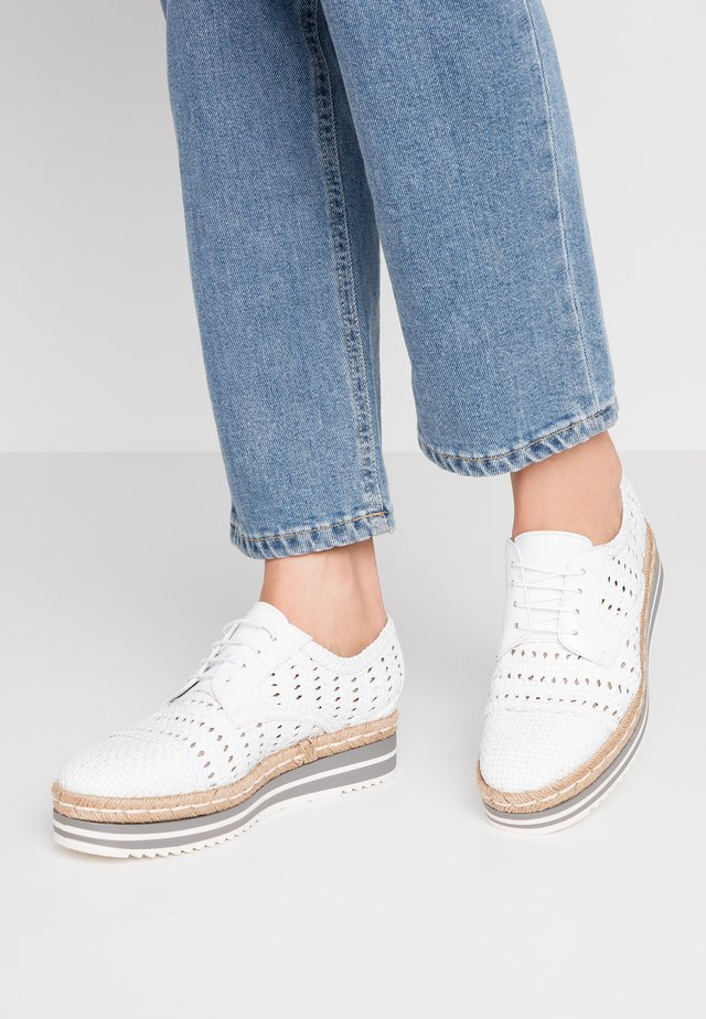 Casual lace-ups - blanco