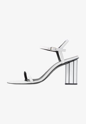 Sandały na obcasie - real optic white/tacco black/white