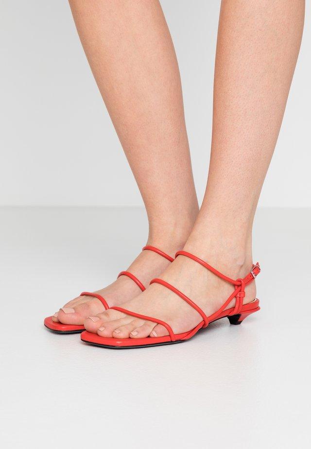 Sandaalit nilkkaremmillä - fiesta