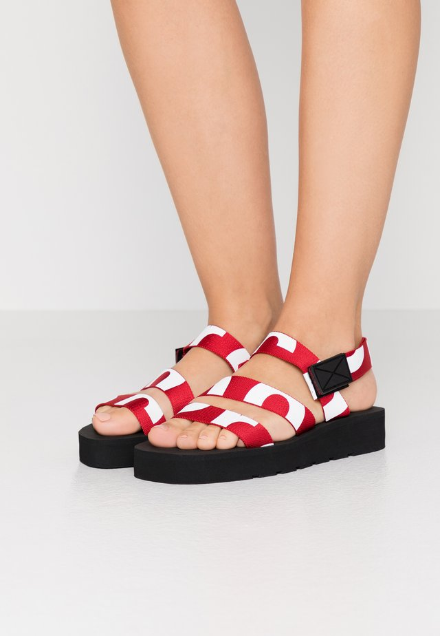 Plateausandalette - rosso/bianco