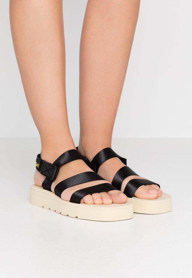Sandaalit nilkkaremmillä - nastro nero