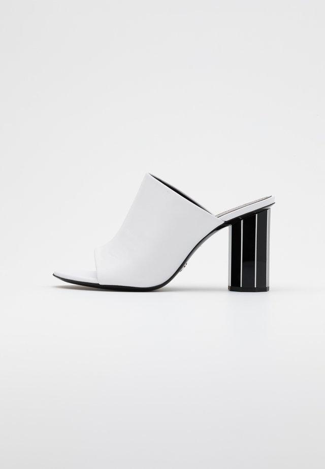 Klapki - tacco white/black