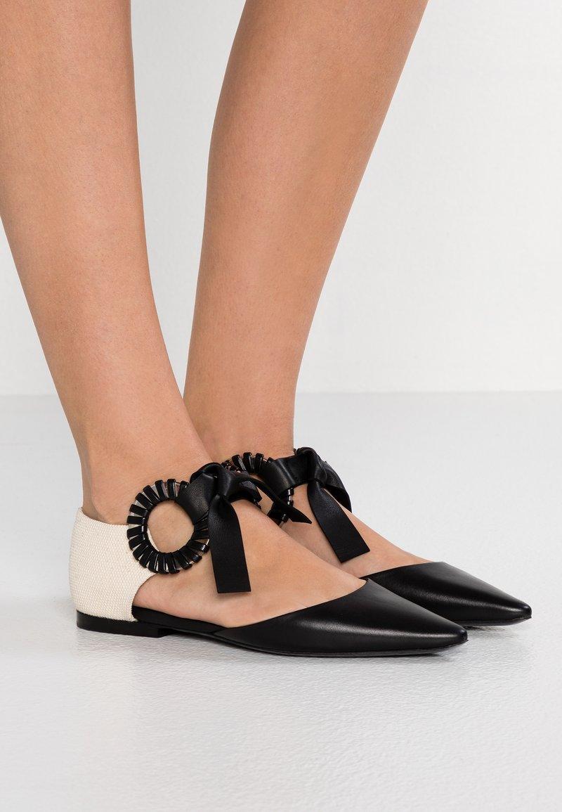 Proenza Schouler - Ankle strap ballet pumps - avorio/baltilux/mignon