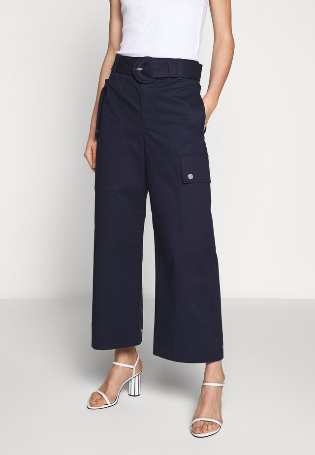 BELTED PANT - Cargo trousers - navy