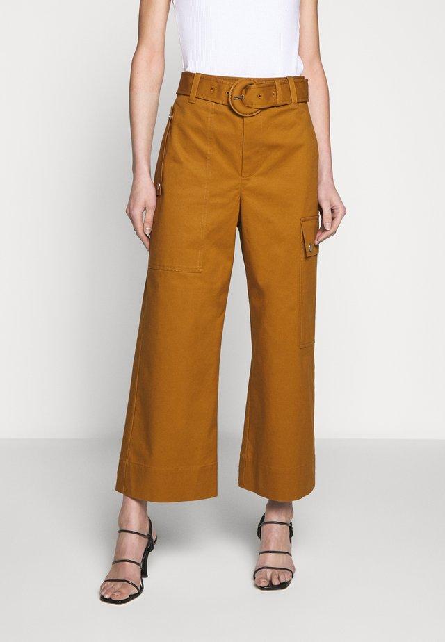 BELTED PANT - Pantaloni cargo - tobacco