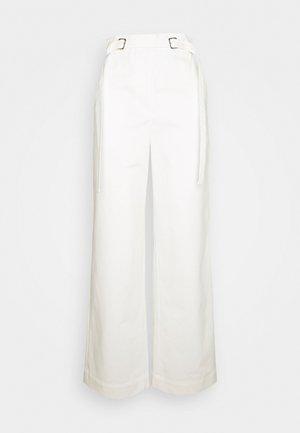 BELTED PANT - Pantaloni - off-white