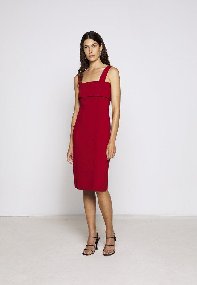 COMPACT TANK DRESS - Sukienka etui - scarlet