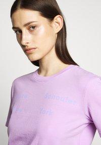 Proenza Schouler - SHORT SLEEVE - T-shirts med print - mauve/lilac - 4