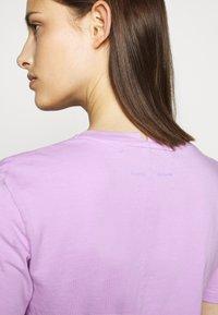 Proenza Schouler - SHORT SLEEVE - T-shirts med print - mauve/lilac - 3