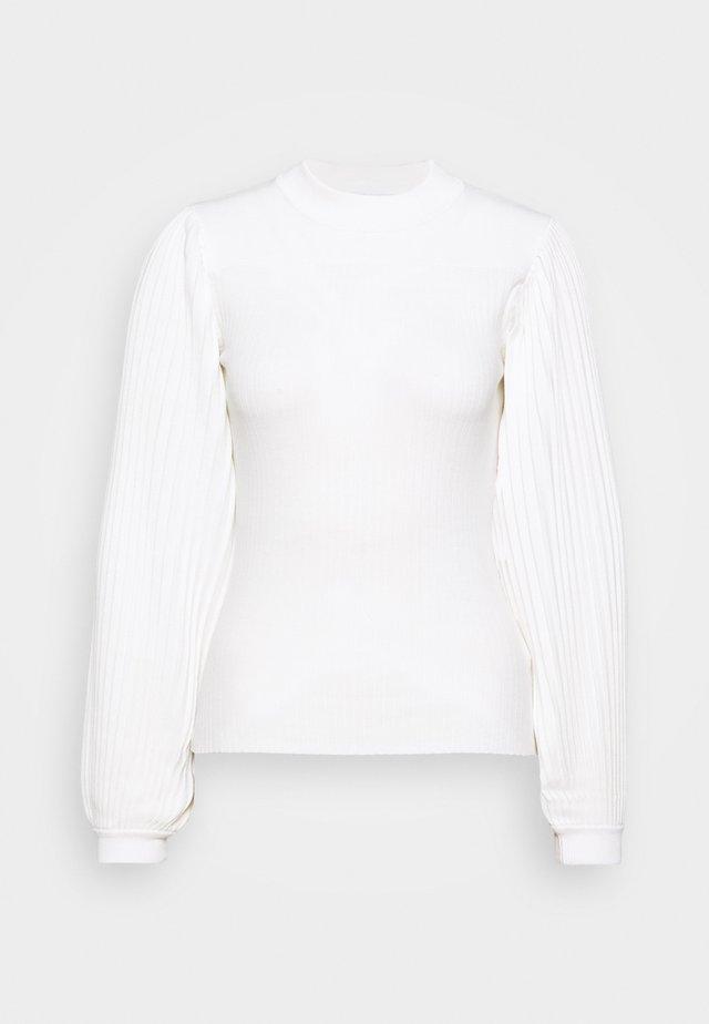 PLEATED - Stickad tröja - off white