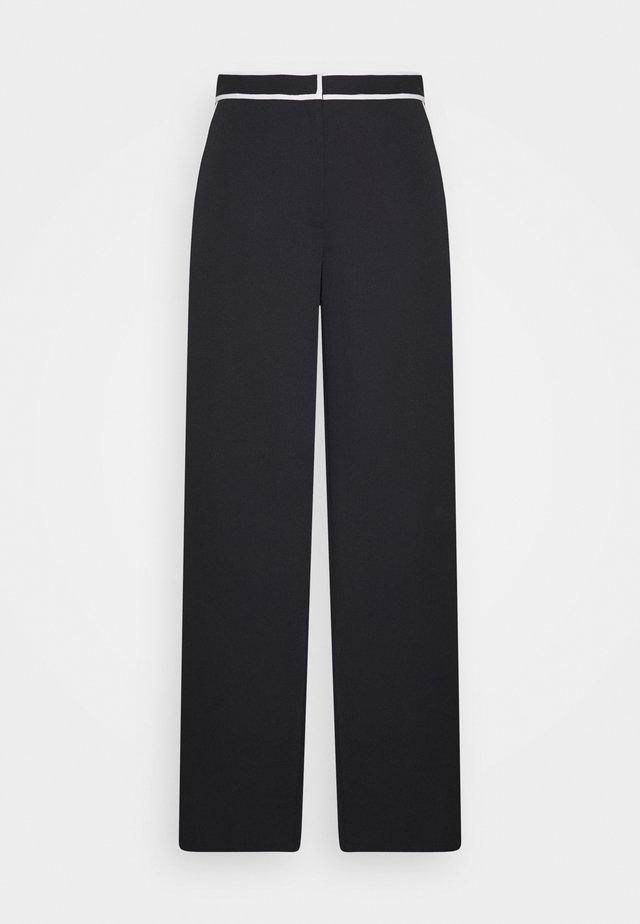 RUMPLED PANT - Stoffhose - black