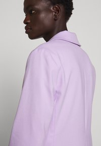 Proenza Schouler - SUITING UNCONSTRUCTED - Manteau court - lilac - 3
