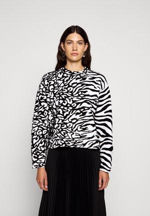 ANIMAL CROPPED - Strickpullover - white/black