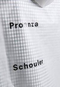 Proenza Schouler - SHORT LINED RAINCOAT - Kurtka przeciwdeszczowa - milky white - 3
