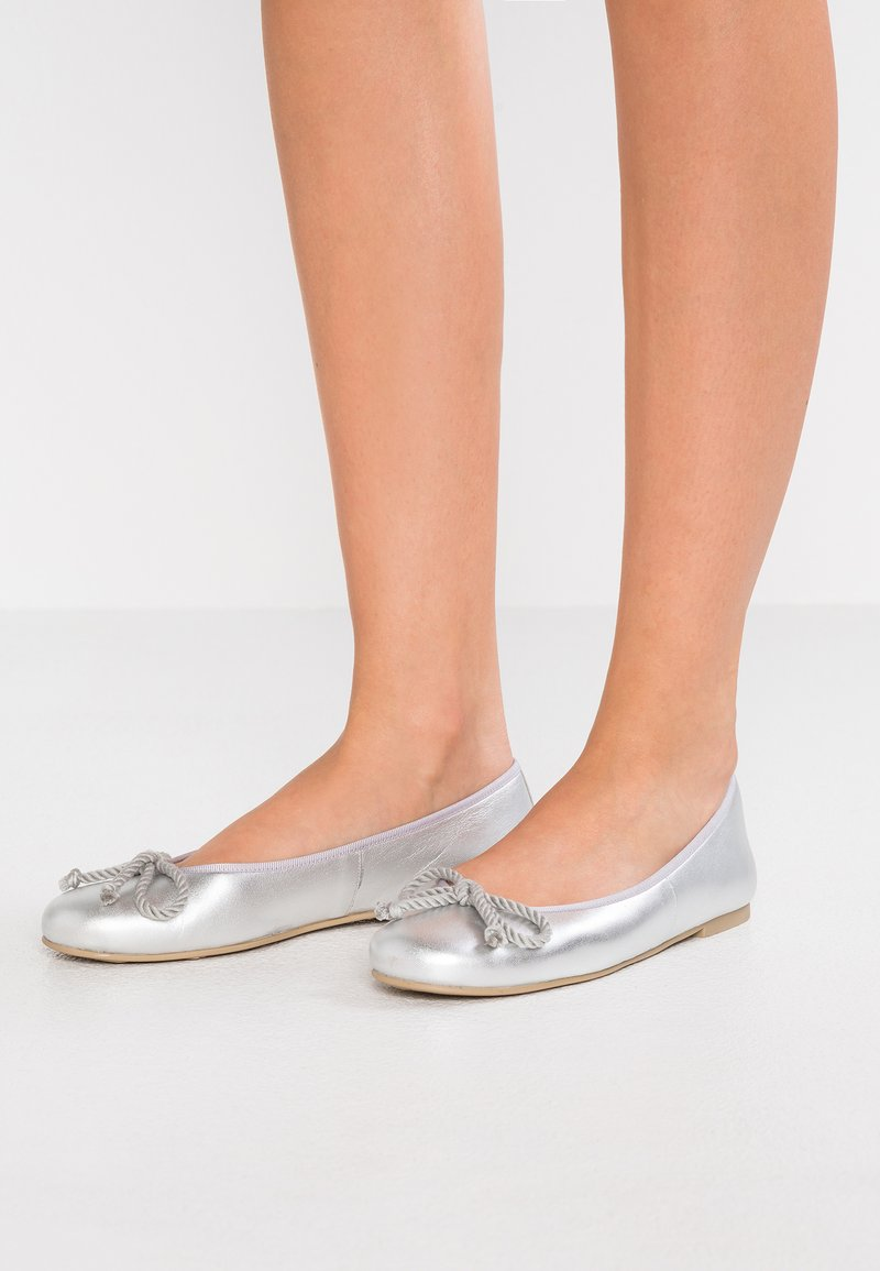 Pretty Ballerinas - AMI   - Ballet pumps - plata