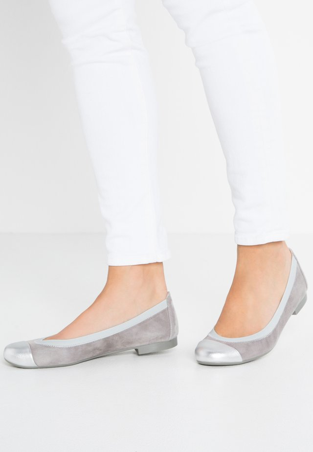 ANGELIS - Foldable ballet pumps - plata