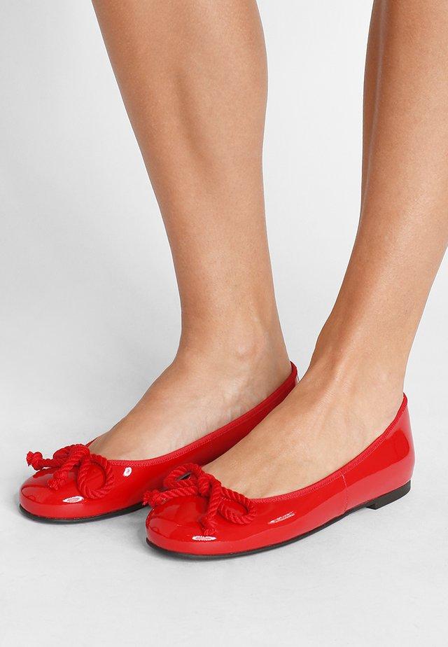 SHADE - Klassischer  Ballerina - rouge