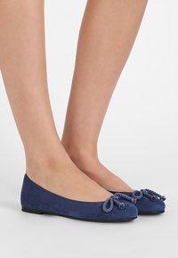 Pretty Ballerinas - ANGELIS - Ballerina - jeans jericho azul dave - 0