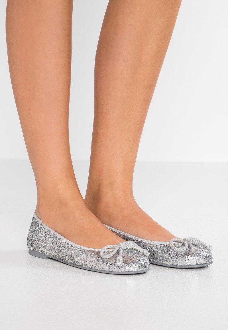 Pretty Ballerinas - KYLIE - Klassischer  Ballerina - silver