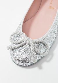 Pretty Ballerinas - KYLIE - Klassischer  Ballerina - silver - 2