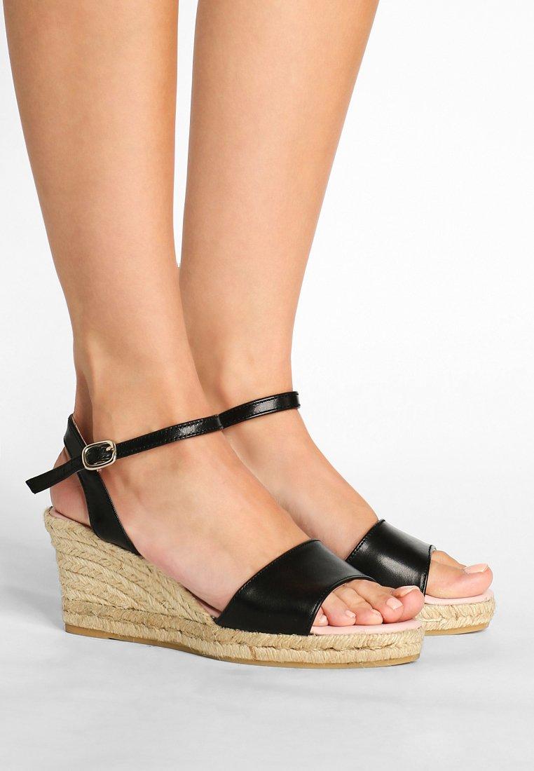 Pretty Ballerinas - Sandaletter med kilklack - black