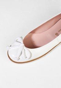 Pretty Ballerinas - SHADE - Baleríny - blanco - 6