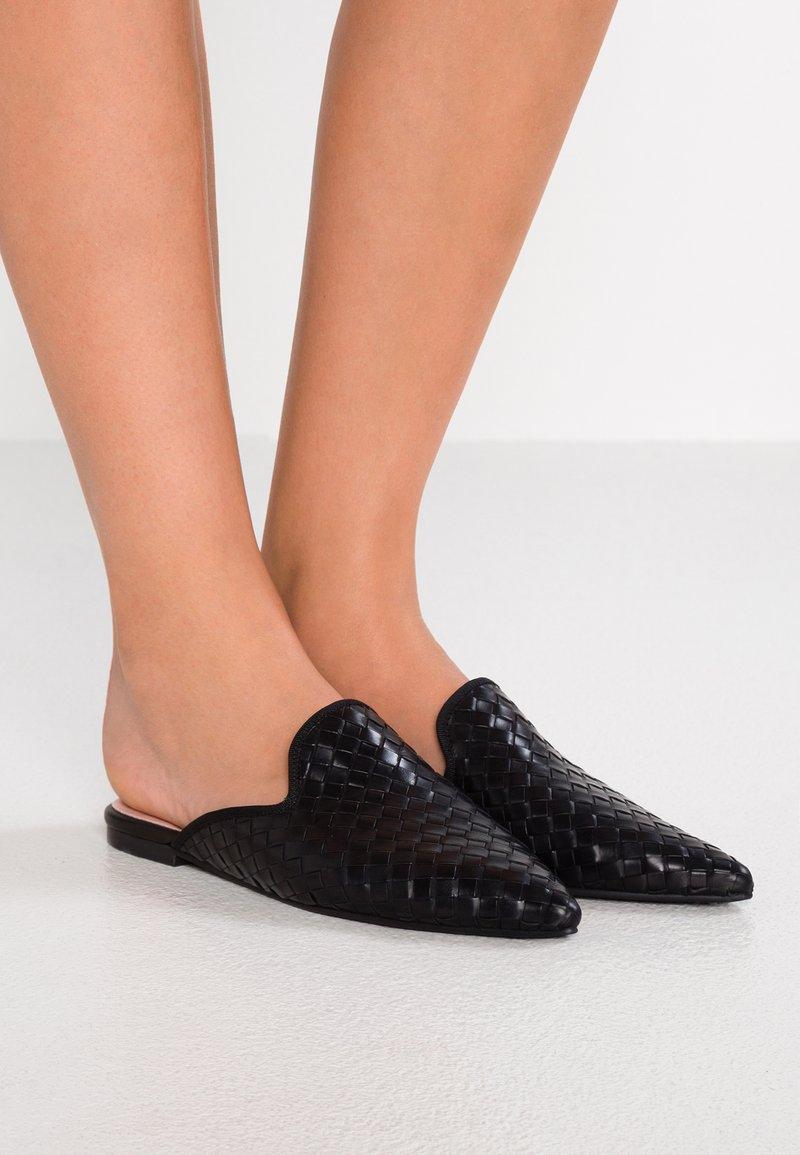 Pretty Ballerinas - FULTON - Pantolette flach - black