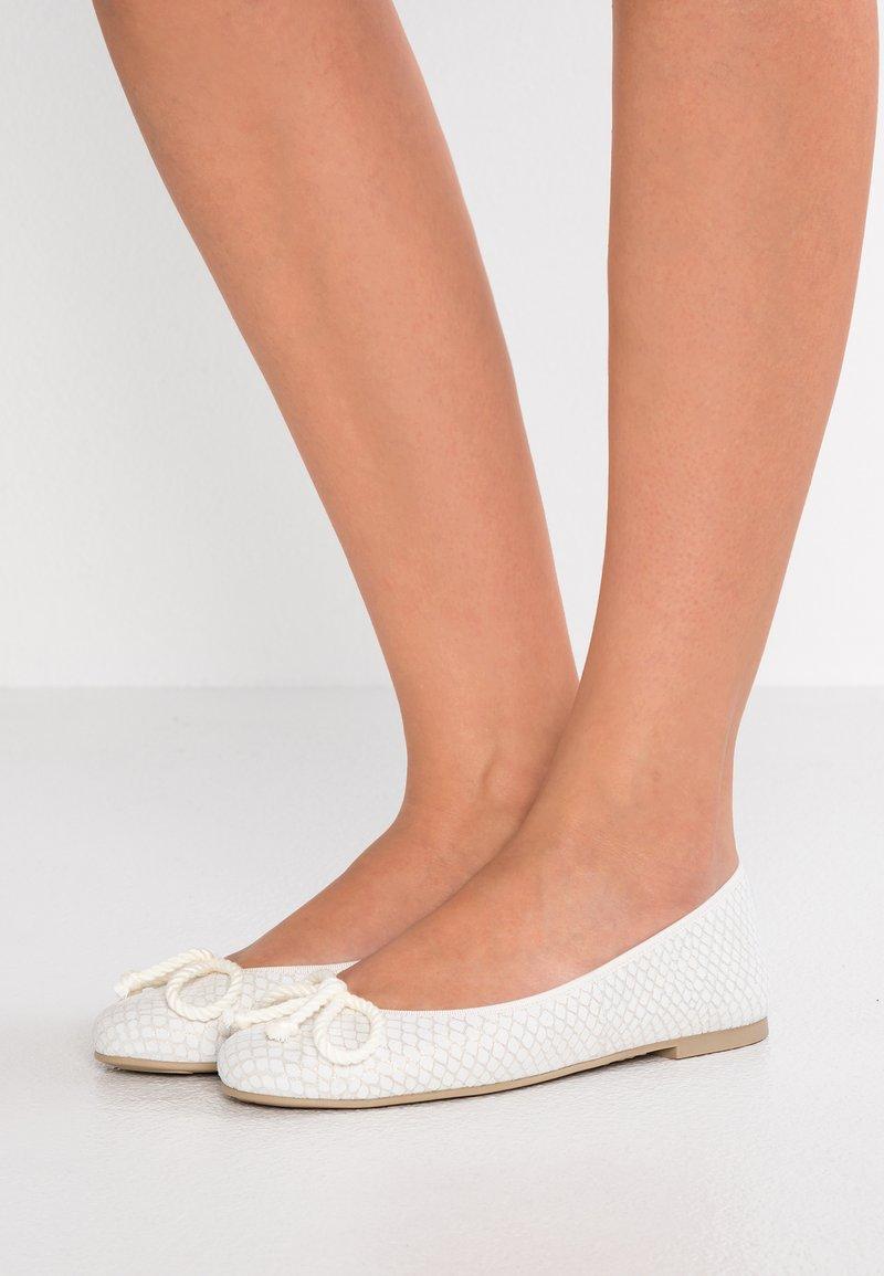 Pretty Ballerinas - DARWIN - Ballet pumps - blanco